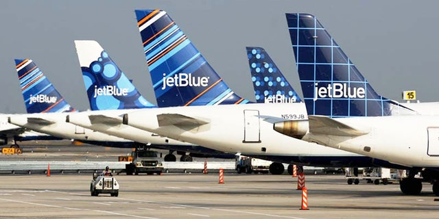 JetBlue is recruiting wannabe pilots through a new training program.