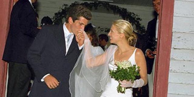 Carolyn Bessette Wedding.John F Kennedy Jr S Wife Carolyn Bessette Felt Trapped Trying To