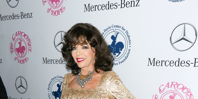 Actor Joan Collins poses at The Mercedes-Benz Carousel of Hope Ball to benefit the Barbara Davis Center for Diabetes in Beverly Hills, California October 11, 2014.   REUTERS/Danny Moloshok   (UNITED STATES - Tags: ENTERTAINMENT) - RTR49TPC