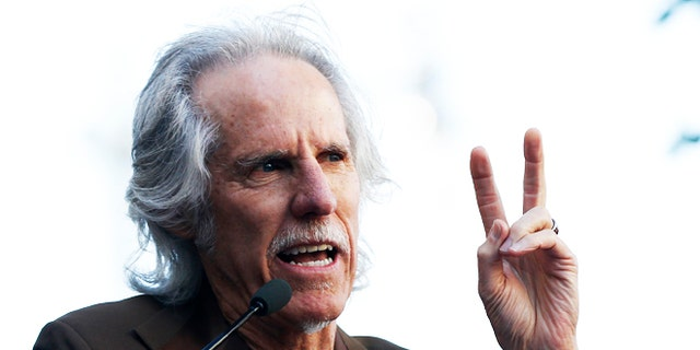 John Densmore, drummer of The Doors, speaks in Hollywood, 加州, 十月. 30, 2013. (路透社)