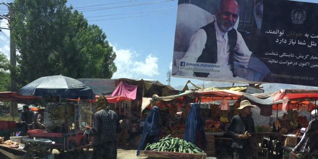 An outdoor market in Kabul