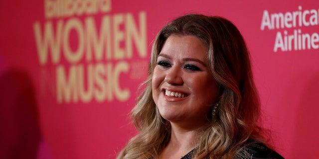 Kelly Clarkson will host the award show.