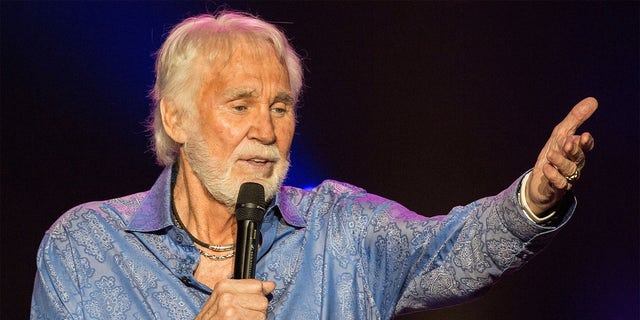 Kenny Rogers has passed away at the age of 81.
