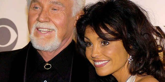Kenny Rogers and his wife Wanda arriving at the Kennedy Center for the 29th Annual Gala in Washington, on December 3, 2006.