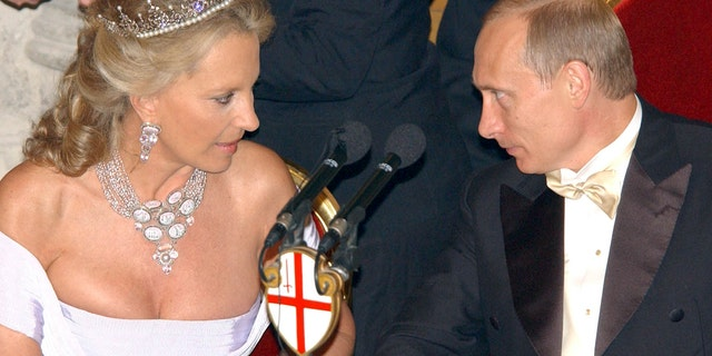 Russian President Vladimir Putin (R) speaks with Britain's Princess Michael of Kent during a reception at the Guildhall in London, June 25, 2003.