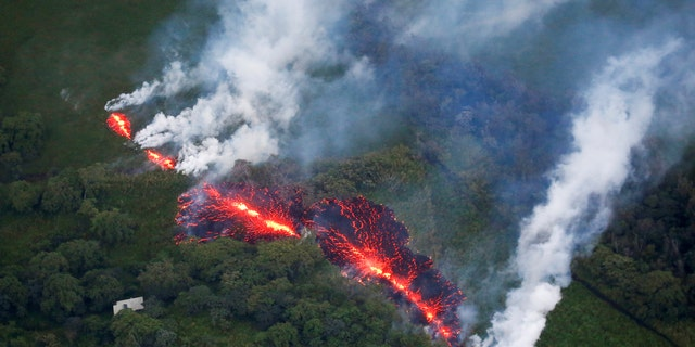 Lava erupts from a fissure east of the Leilani Estates subdivision during ongoing eruptions of the Kilauea Volcano in Hawaii, U.S., May 13, 2018. (REUTERS/Terray Sylvester)