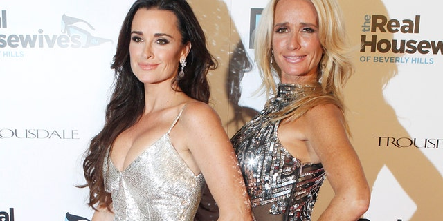 "Sisters and cast members of Bravo's new reality series ""The Real Housewives of Beverly Hills""  Kyle Richards (L) and Kim Richards pose at the premiere party in Los Angeles October 11, 2010. The series begins October 14. Photo taken October 11, 2010.  REUTERS/Fred Prouser  (UNITED STATES - Tags: ENTERTAINMENT) - RTXTBWO"