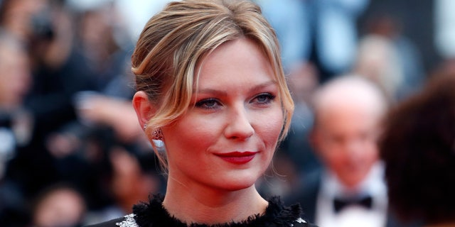 """Actress Kirsten Dunst poses on the red carpet as she arrives for the screening of the film """"Inside Llewyn Davis"""" in competition during the 66th Cannes Film Festival in Cannes May 19, 2013.            REUTERS/Jean-Paul Pelissier (FRANCE  - Tags: ENTERTAINMENT HEADSHOT)   - RTXZT57"""