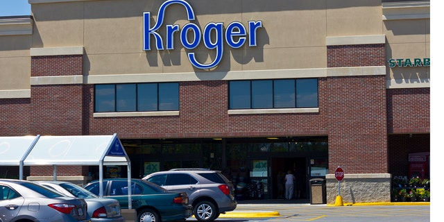 Kroger is targeting food rubbish with their new Peculiar Picks furnish initiative.