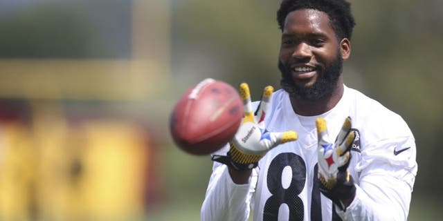 Jul 29, 2016; Latrobe, PA, USA; Pittsburgh Steelers tight end Ladarius Green (80) participates in drills during training camp at Saint Vincent College. Mandatory Credit: Charles LeClaire-USA TODAY Sports