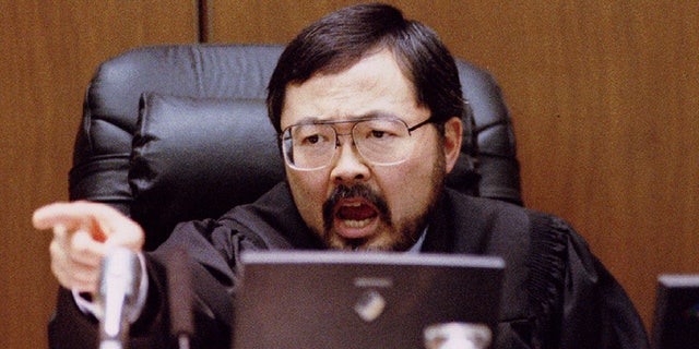 Judge Lance Ito points and yells at defense attorney Barry-Scheck to sit down September 29 during the prosecution's closing argument rebuttal in the OJ Simpson double murder trial in Los Angeles