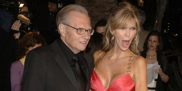 Larry King and his wife Shawn arrive at the Vanity Fair Oscar Party at Morton's in West Hollywood, California March 5, 2006.