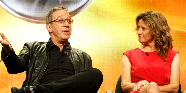 """Cast members Tim Allen and Nancy Travis attend the ABC session for """"Last Man Standing"""" during the 2011 Summer Television Critics Association Cable Press Tour in Beverly Hills, California August 8, 2011. REUTERS/Mario Anzuoni (UNITED STATES - Tags: ENTERTAINMENT) - RTR2PQDA"""