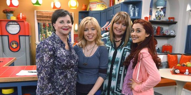 """Laverne & Shirley's"" Penny Marshall and Cindy Williams to Reunite on ""Sam & Cat,"" Saturday, Nov. 9, at 8p.m.  (PRNewsFoto/Nickelodeon)"