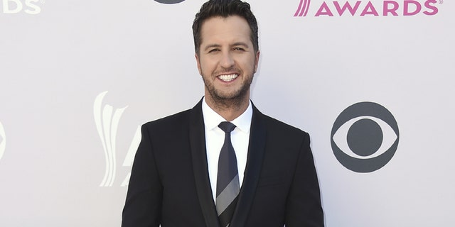 Luke Bryan arrives at the 52nd annual Academy of Country Music Awards at the T-Mobile Arena on Sunday, April 2, 2017, in Las Vegas. (Photo by Jordan Strauss/Invision/AP)