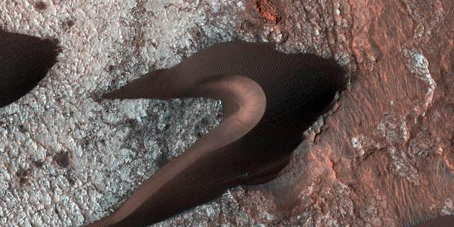(NASA/JPL-Caltech/University of Arizona)
