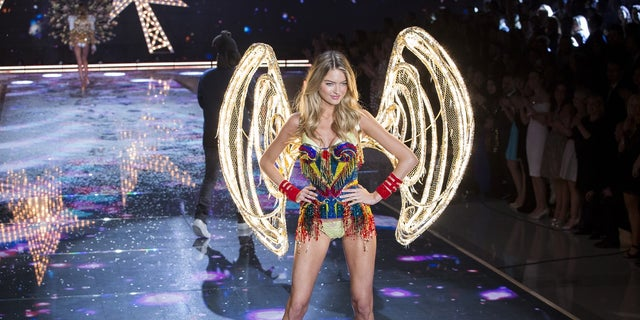 Martha Hunt will go down the catwalk during the 2017 Victoria's Secret Fashion Show.