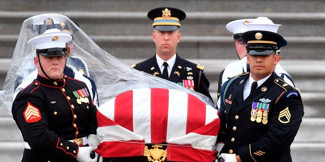 Former presidents will be among those paying tribute to John McCain.