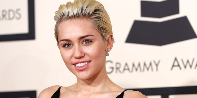 Singer Miley Cyrus arrives at the 57th annual Grammy Awards in Los Angeles, California February 8, 2015.   REUTERS/Mario Anzuoni (UNITED STATES  - Tags: ENTERTAINMENT)   (GRAMMYS-ARRIVALS) - RTR4OQPO