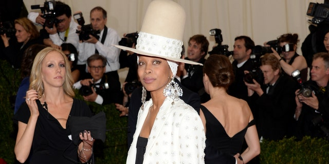 Erykah Badu dumbfounded after testing positive for coronavirus in left nostril, negative in the right