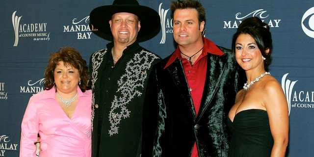 Eddie Montgomery (2nd L) and Troy Gentry of country music duo Montgomery Gentry arrive with their wives Tracy Montgomery (L) and Angie Gentry (R) at the 40th annual Academy of Country Music Awards at the Mandalay Bay Events Center in Las Vegas, Nevada May 17, 2005.