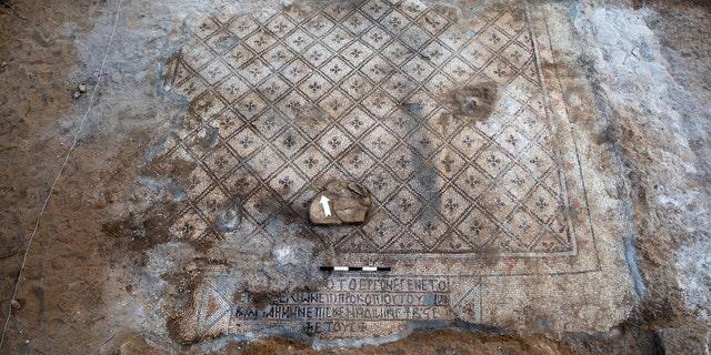 The mosaic and the inscription. (Photo: Sasha Flit, Tel Aviv University)