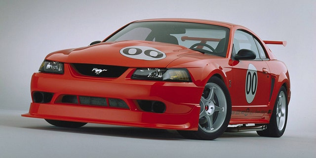 2000 SVT Mustang Cobra R prototype. Embargoed until Saturday, April 17 AM editions. CN-329040-90
