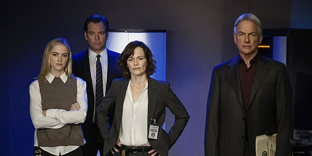 Emily Wickersham as Eleanor Bishop, Michael Weatherly as Tony DiNozzo, Sarah Clarke as Tess Monroe, Mark Harmon as Jethro Gibbs on 'NCIS'