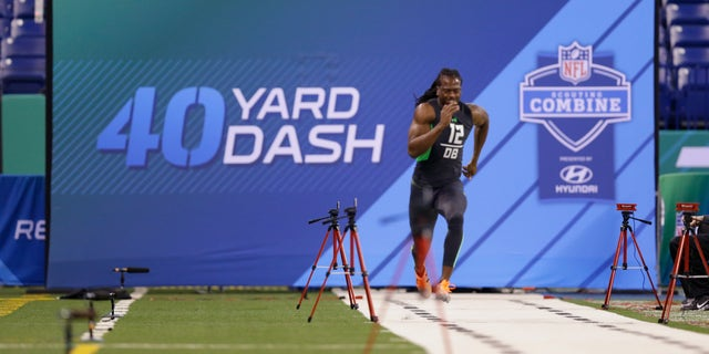 Virginia defensive back Maurice Canady runs the 40-yard dash at the NFL Combine.