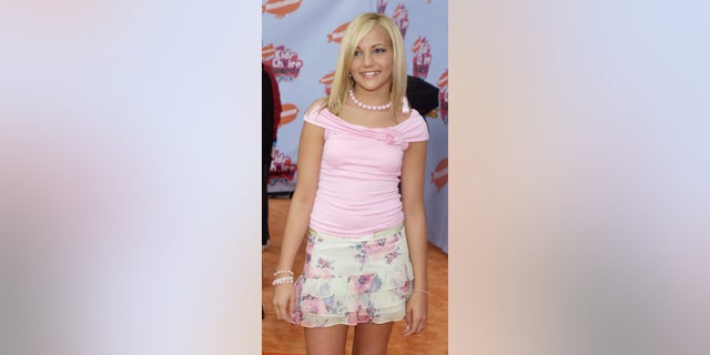 Jamie Lynn Spears poses as she arrives for Nickelodeon's 17th Annual Kids' Choice Awards in Los Angeles, California April 3, 2004.