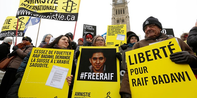 Ensaf Haidar (C) takes part in a demonstration calling for the release of her husband, Raif Badawi, on Parliament Hill in Ottawa January 29, 2015. Ensaf Haidar, the wife of a Saudi rights activist, who was sentenced to 1,000 lashes last year, said Thursday her husband's health had worsened after the first round of flogging and that he could not possibly survive the full punishment. REUTERS/Chris Wattie (CANADA - Tags: POLITICS CIVIL UNREST CRIME LAW) - GM1EB1U0AH001