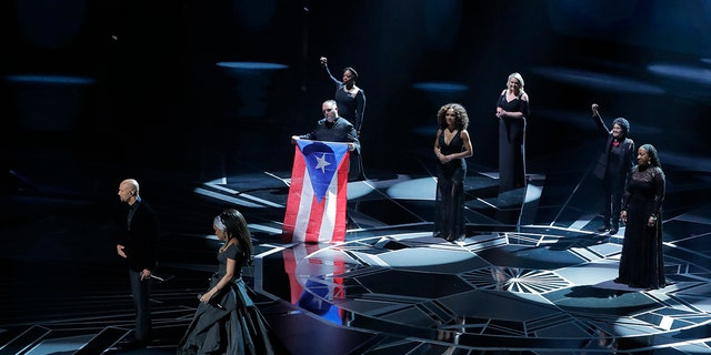 Common and Andra Day performed a song accompanied by activists at the 2018 Oscars.