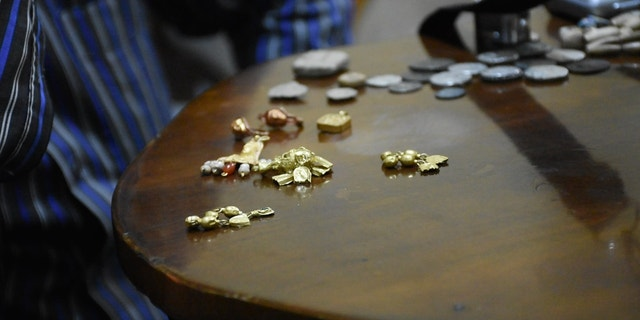 Gold and small coins, presumably stolen from Syria's Palmyra, on the black market in Turkey