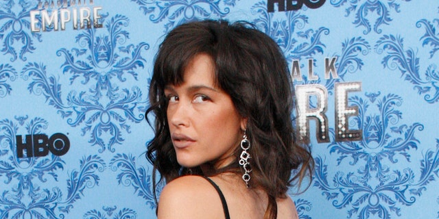 "Cast member Paz de la Huerta poses during a photo call for the premiere of the second season of ""Boardwalk Empire"" in New York September 14, 2011. REUTERS/Eduardo Munoz (UNITED STATES - Tags: ENTERTAINMENT) - GM1E79F0R5H01"