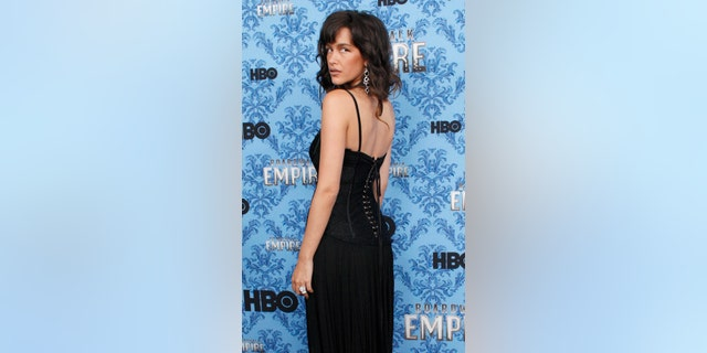 """Cast member Paz de la Huerta poses during a photo call for the premiere of the second season of """"Boardwalk Empire"""" in New York September 14, 2011. REUTERS/Eduardo Munoz (UNITED STATES - Tags: ENTERTAINMENT) - GM1E79F0R5H01"""