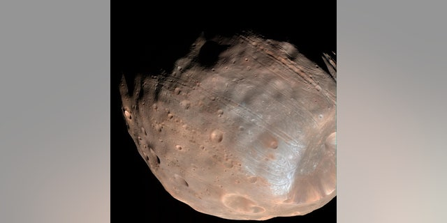 Mars' moon Phobos (NASA/JPL-Caltech/University of Arizona).