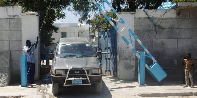 Archive photo shows a vehicle leaving the United Nations compound in Mogadishu 17 October 2007. Somalia's Al-Qaeda linked Shebab insurgents say they attacked and shot their way into a key United Nations compound in the capital Mogadishu, the first major attack in recent years targeting the UN.