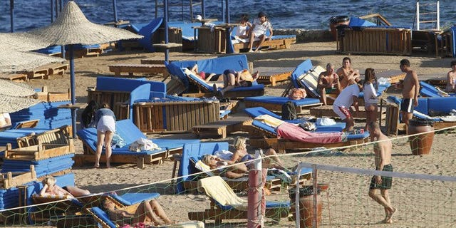 Foreign tourists enjoy the sunny weather in the Egyptian Red Sea resort of Sharm el-Sheikh, on January 3, 2012. Egypt's tourist industry is facing meltdown as foreign governments warn their citizens to stay away and told visitors already there to remain in their hotels.