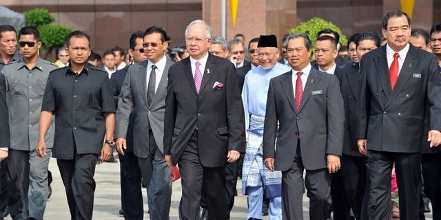 Malaysian Prime Minister Najib Razak (C) flanked by his deputy Muhyiudding Yassin (2nd R) arrives to welcome Malaysian students studying in Egypt at the VVIP terminal in Kuala Lumpur on February 7, 2011. Malaysia will begin evacuating its 3,300 students from Egypt beginning Tuesday night after days of deadly clashes that have killed nearly 900 people, according to a government official.