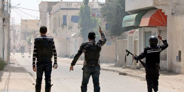 Tunisian police clash with Islamist militants on May 19, 2013, in Ettadhamen. Security forces have killed two Islamist militants from the extremist group Ansar al-Sharia and arrested two others in a Tunis suburb, the interior ministry said.