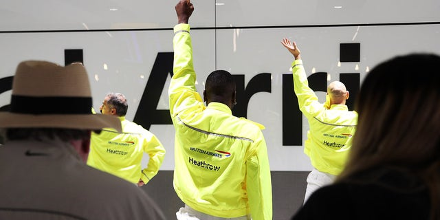 The airliner and Heathrow Airport performed a choreographed dance for visitors at Terminal 5.