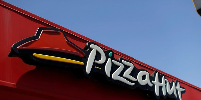 Florida Pizza Hut franchise is getting backlash over its hurricane policies.
