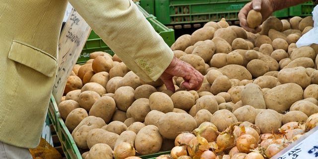 Era Londhe recently tweeted out a photo of the detailed shopping list she gave her husband, which included tiny drawings of her ideal potatoes.
