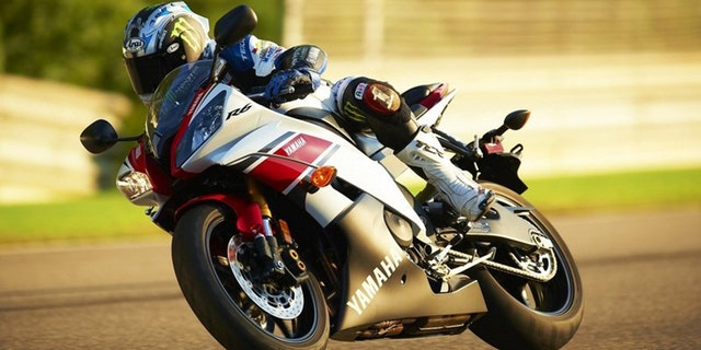 The YZF-R6 is a 600 cc superbike.