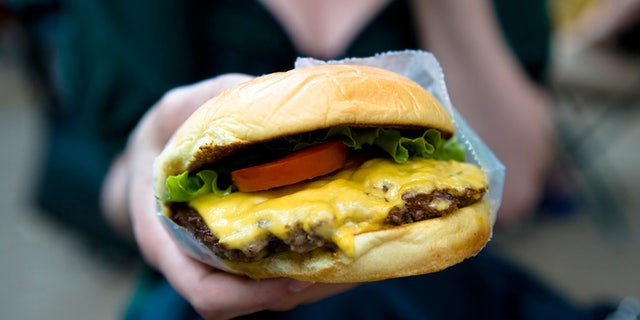 Westlake Legal Group rhcheeseburgeristock 'Extremely intoxicated' man claims cheeseburger was stolen from hotel nightstand, calls police fox-news/travel/general/hotels fox-news/food-drink/food fox news fnc/food-drink fnc cb860a1a-c420-577c-aee7-27a063c9bb7b article Alexandra Deabler