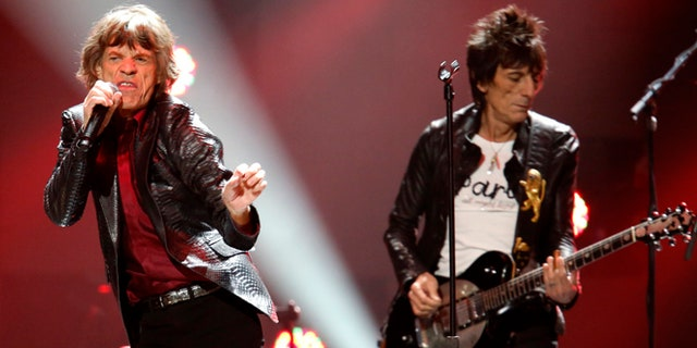 """Mick Jagger (L), and Ron Wood of the Rolling Stones perform during the """"12-12-12"""" benefit concert for victims of Superstorm Sandy at Madison Square Garden in New York December 12, 2012.  REUTERS/Lucas Jackson (UNITED STATES  - Tags: ENTERTAINMENT DISASTER SOCIETY)   - RTR3BIIM"""