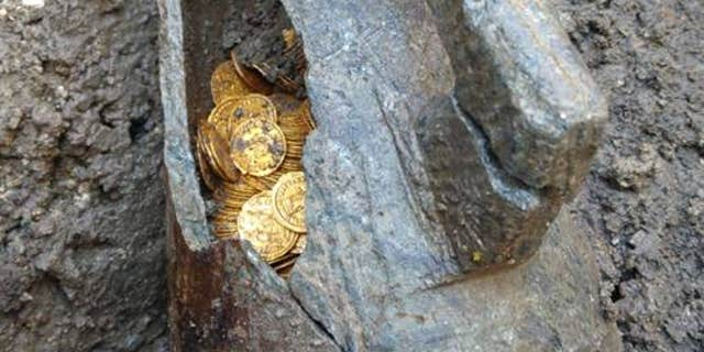 The coins were found in a Roman-era stone container (MiBAC)
