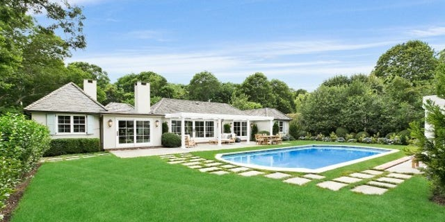 Rachael Ray Puts Her Hamptons Home On The Market For 49m Fox News