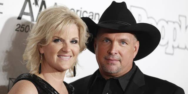 Trisha Yearwood (left) and Garth Brooks married in 2005.