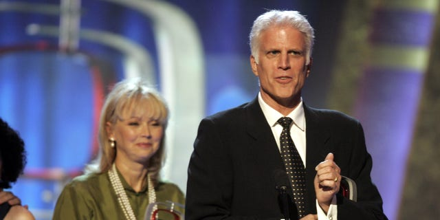 """Actress Shelley Long (L) and actor Ted Danson, stars of the comedy television series """"Cheers"""", accept the TV Land Legend award for their Emmy award winning series during a taping of the TV Land awards show in Santa Monica, California, March 19, 2006. The awards show, which honors classic television performers and their shows, will be telecast on the TV Land cable channel March 22. REUTERS/Fred Prouser - RTR17EYO"""